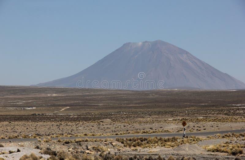 Wulkan El Misti na Altiplano zdjęcia stock