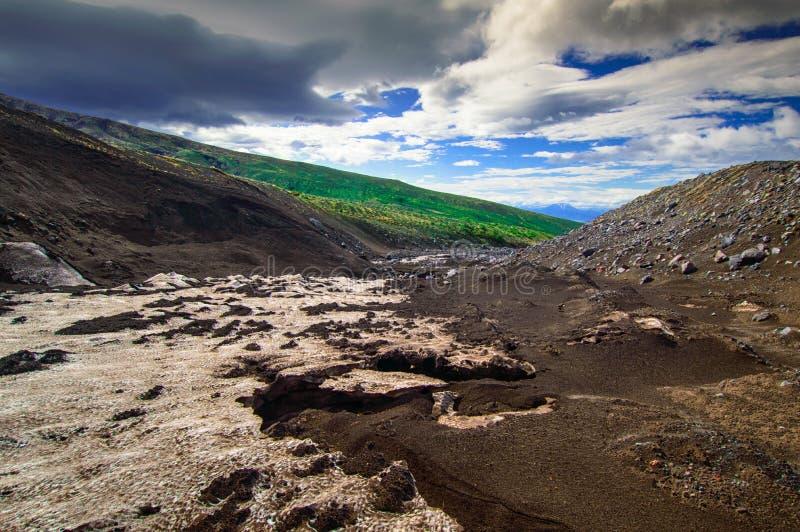 wulkaniczna krajobrazu Avachinsky wulkan - aktywny wulkan półwysep kamczatka Rosja, Daleki Wschód zdjęcie royalty free