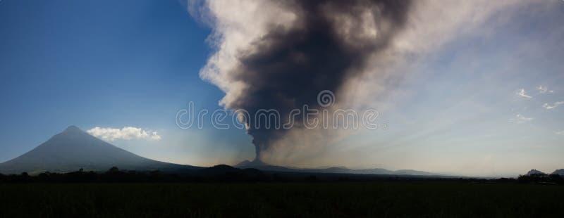 Wulkanu Pacaya wybuchać obraz royalty free