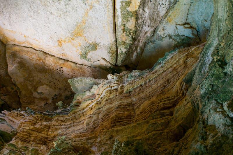 Wunder des Aushöhlens - Sedimentgesteinschichten und -schichtung stockfotografie