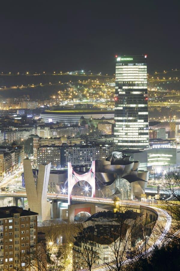 Wunder von Bilbao am Abend stockfotos