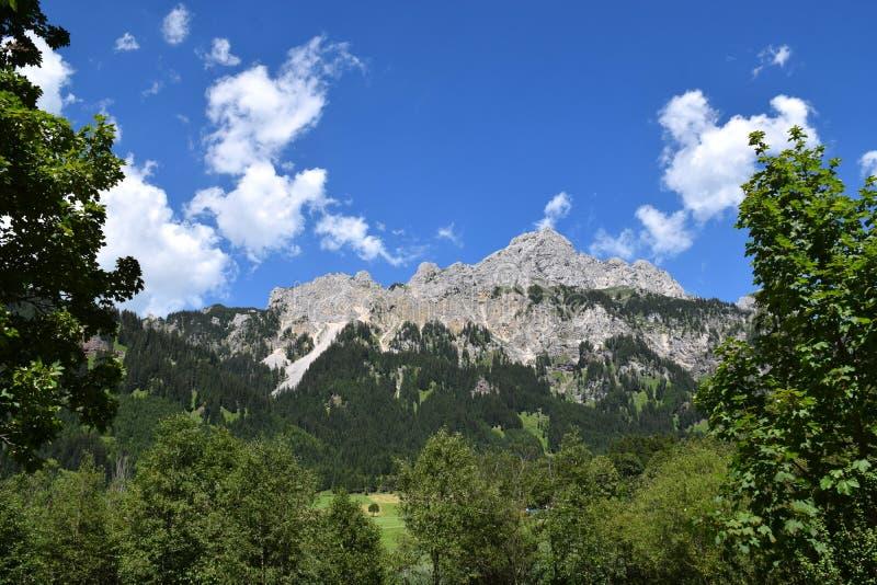 Wunderbare österreichische Alpen lizenzfreie stockfotos