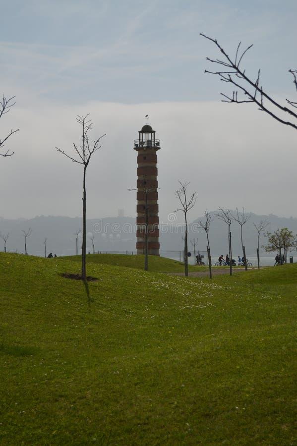 Wunderbarer Leuchtturm in schönen Green Park voll vom Gras in Belem in Lissabon Natur, Architektur, Geschichte, Stra?en-Fotografi lizenzfreies stockfoto
