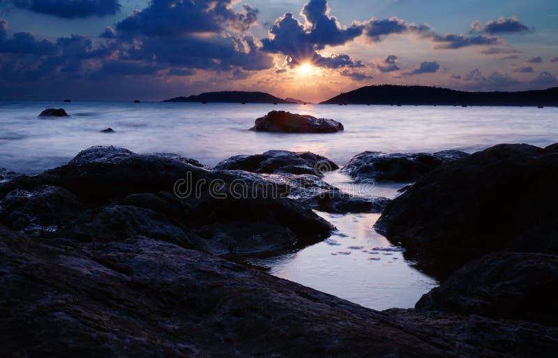 Wunderbarer Sonnenuntergang an namsai Erholungsort lizenzfreies stockbild