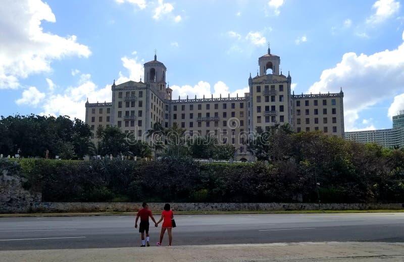 Wundern auf den Straßen von Havana - Hotel Nacional De Kuba: Magisches Mafia-Hotel stockbilder