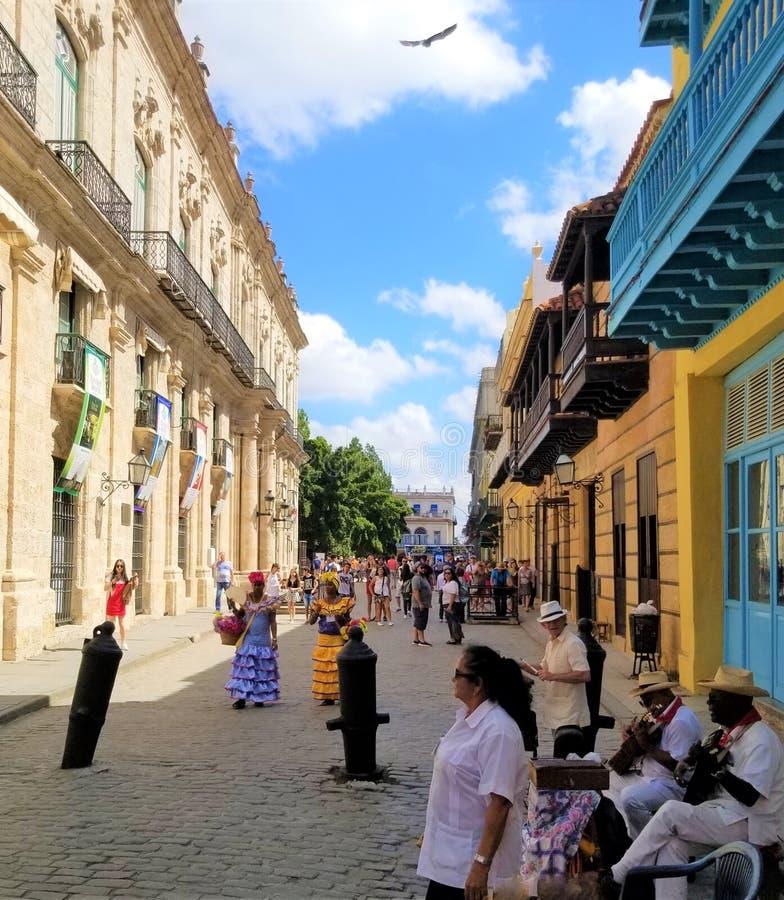 Wundern auf den Straßen von Havana lizenzfreie stockfotos