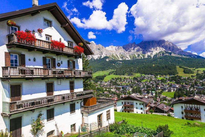 Wunderschönes Tal in Cortina d`Ampezzo - berühmtes Skigebiet in Norditalien, Provinz Belluno stockfotografie