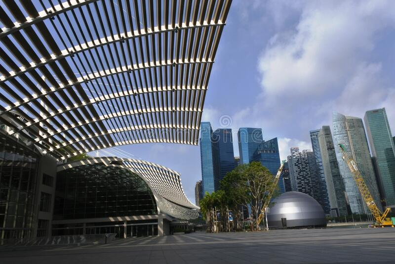 Wunderschönes und wunderschönes Gebäude um die Bucht von Marina, Singapore lizenzfreies stockbild