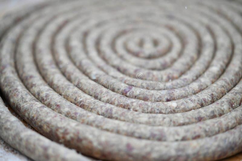 Wurst in einer Spirale lizenzfreie stockbilder