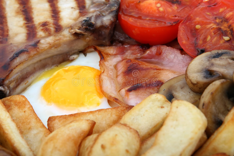 Wurst, Specktomate und Eifrühstück stockbild