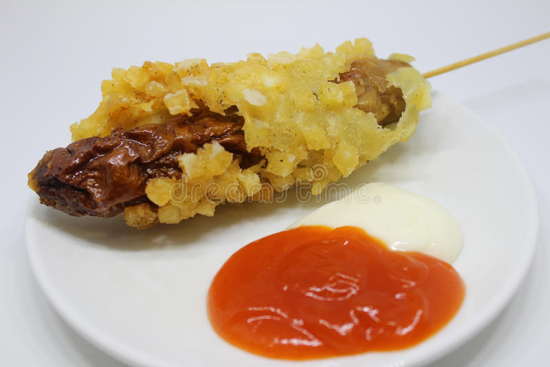 Wurstkartoffel sättigen Soße mayonaise Straßenlebensmittel stockfotos