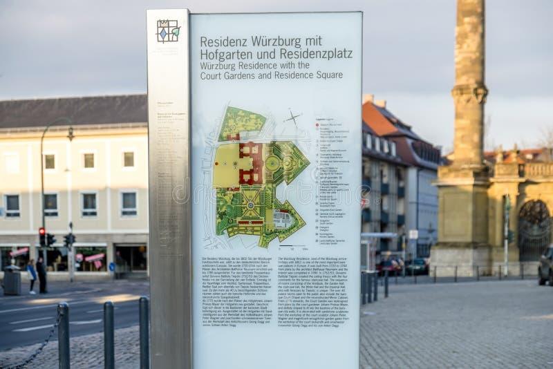Wurzburg, Alemania - 18 de febrero de 2018: Firme la explicación del palacio real de la residencia en Wurzburg imagen de archivo