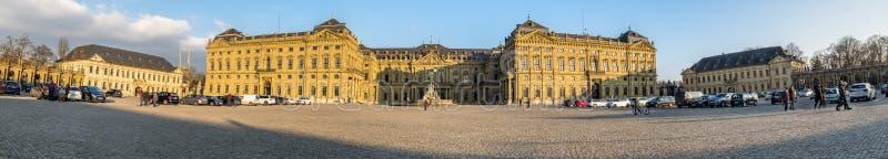 Wurzburg, Alemania - 18 de febrero de 2018: Vista delantera del palacio real de la residencia en Wurzburg fotografía de archivo