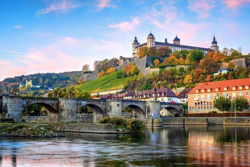 Wurzburg, Niemcy, Marienberg forteca i Stary magistrala most, zdjęcia stock
