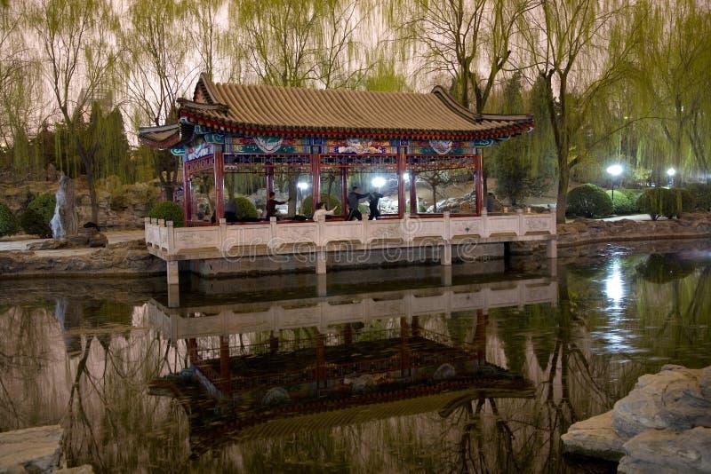 Wushu dans le temple de stationnement de Sun Pékin images libres de droits
