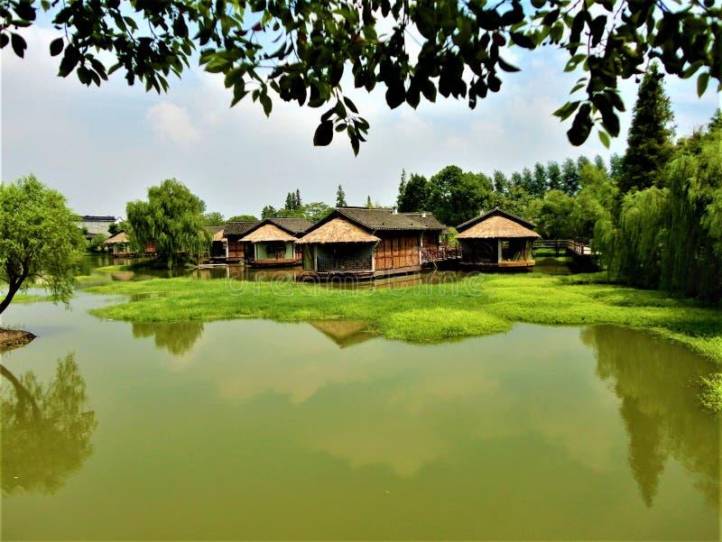 Wuzhen vattenstad i Kina Natur och byggnader royaltyfria bilder