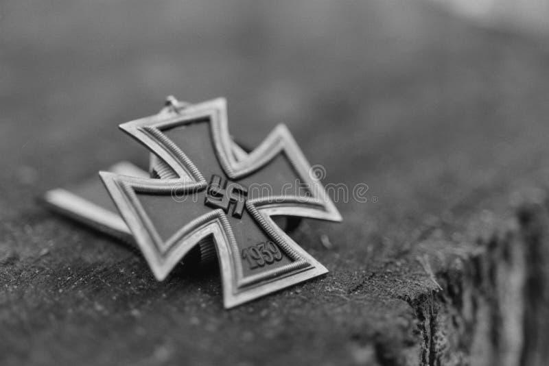 WW2 γερμανικός ναζιστικός σταυρός σιδήρου - σιτάρι ταινιών στοκ φωτογραφία με δικαίωμα ελεύθερης χρήσης