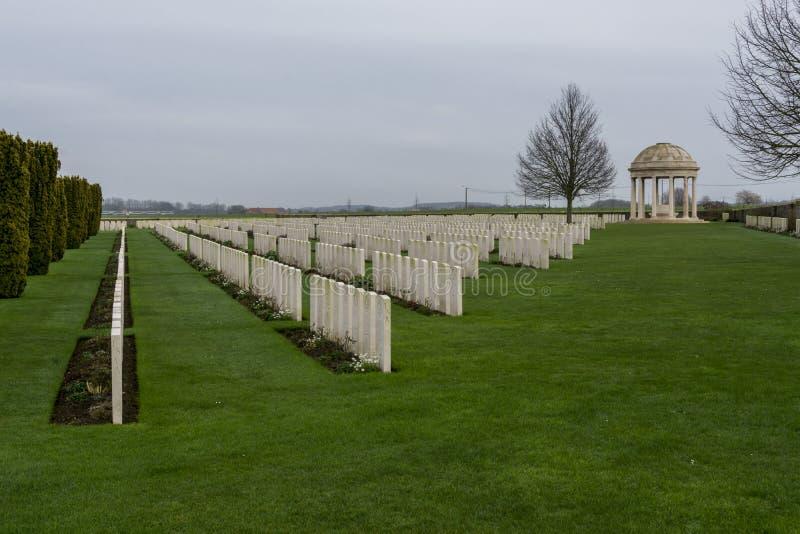 WW1墓碑在贝得福得在富兰德,比利时安置公墓 免版税库存图片