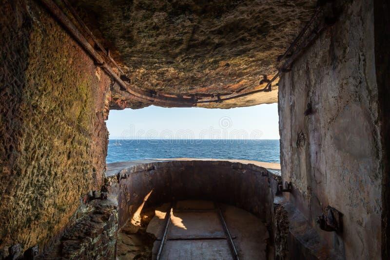 WW2 punkt obserwacyjny w falezach Bonifacio w Corsica obraz royalty free