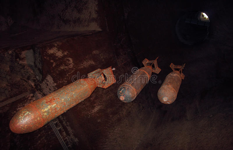 WW2 bommen in een Bunker stock foto's