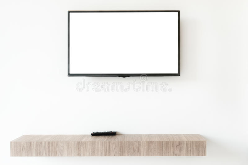 Wwden den plana tvskärmen för åtlöje upp med den avlägsna panelen på hyllan i livin arkivfoton