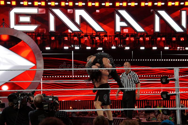 WWE-de reeksen van Kampioensbrock lesner - omhoog aan F-5i Roman Reigns van t royalty-vrije stock afbeeldingen
