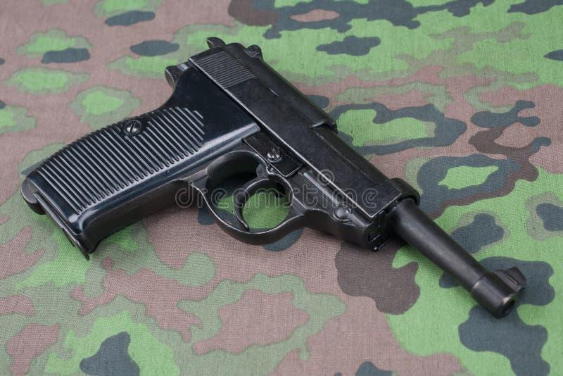 WWII时代纳粹德国军队9 mm半自动手枪 图库摄影