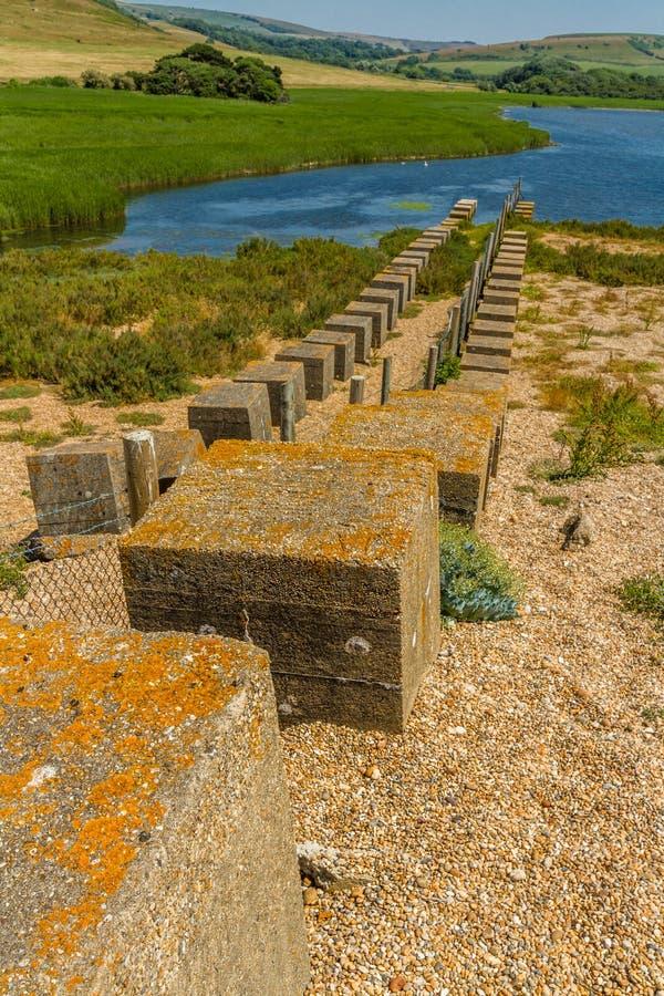 WWII κατά της εισβολής υπερασπίσεις, η παραλία Chesil στοκ φωτογραφίες