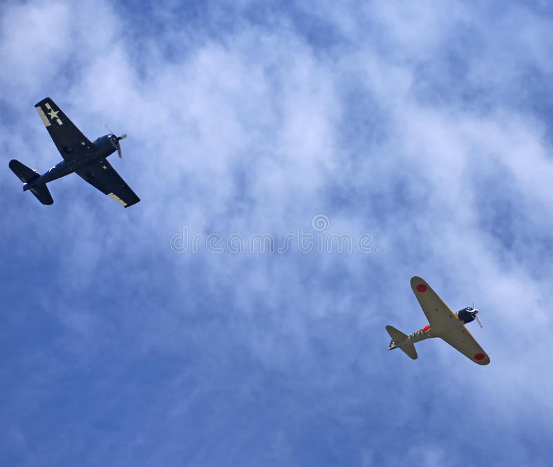 WWII Planes. EVERETT - JUNE 29: A restored World War 2 Grumman F6F-5 Hellcat and a Mitsubishi A6M3-22 Reisen Zero was seeing flying in the skies over Everett stock images