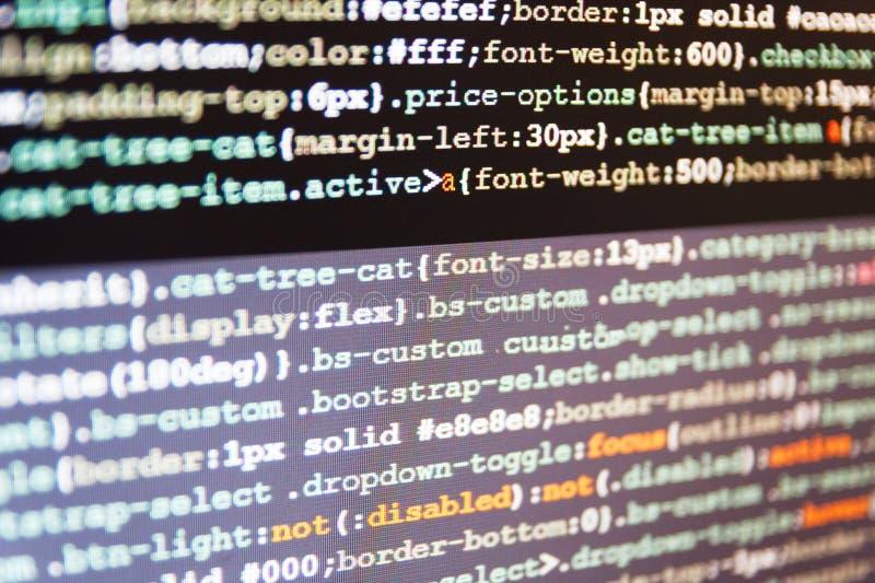 WWW programvaruutveckling Stor data och internet av sakertrenden Javascriptkod i konsolprogramvara royaltyfria foton