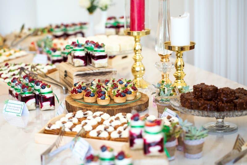 Wyśmienicie wesele cukierku baru deseru stół zdjęcie stock
