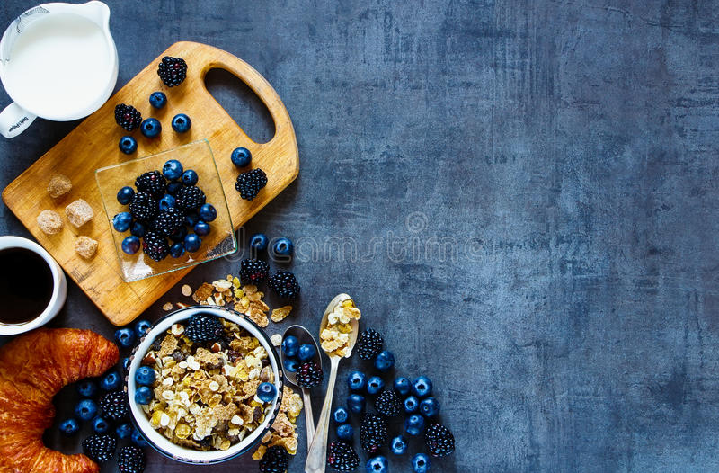 Wyśmienicie śniadanie z jagodami obraz stock