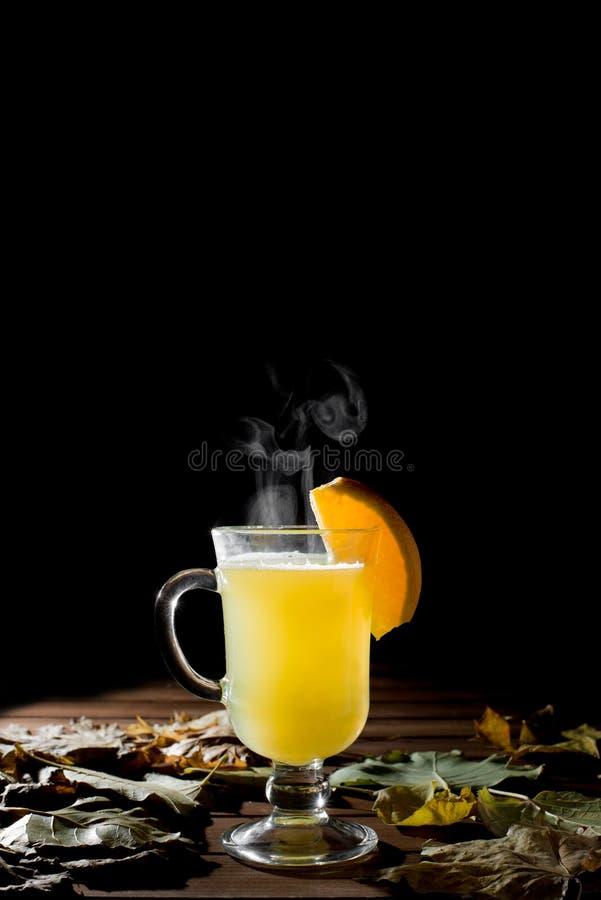 Wyśmienicie świeża cytryny herbata z miodem, cynamonową mandarynką i imbirem, obrazy stock