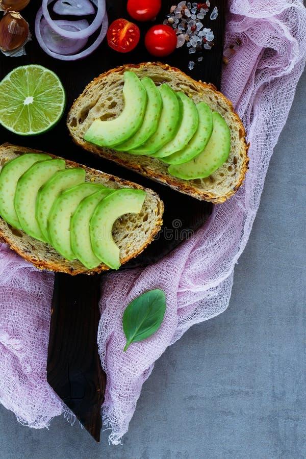 Wyśmienicie avocado bruschetta zdjęcia stock