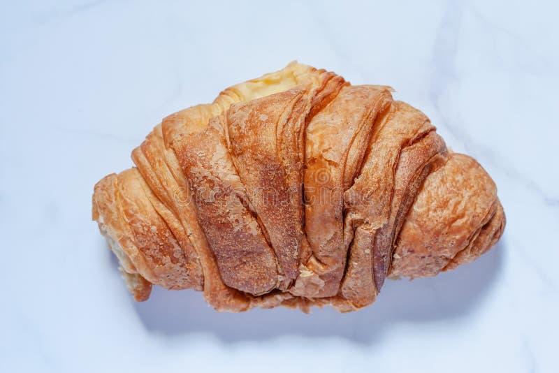 Wyśmienicie chleb na bielu marmuru tle obrazy royalty free