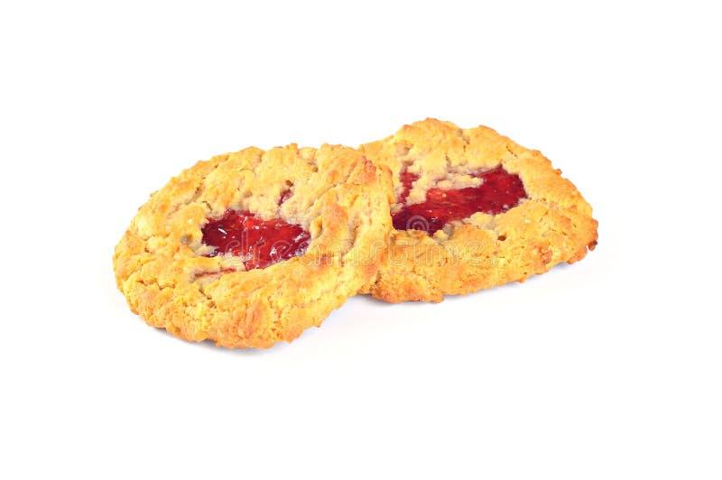 Wyśmienicie ciastka z truskawkowym dżemem na białym tle, zdjęcia royalty free