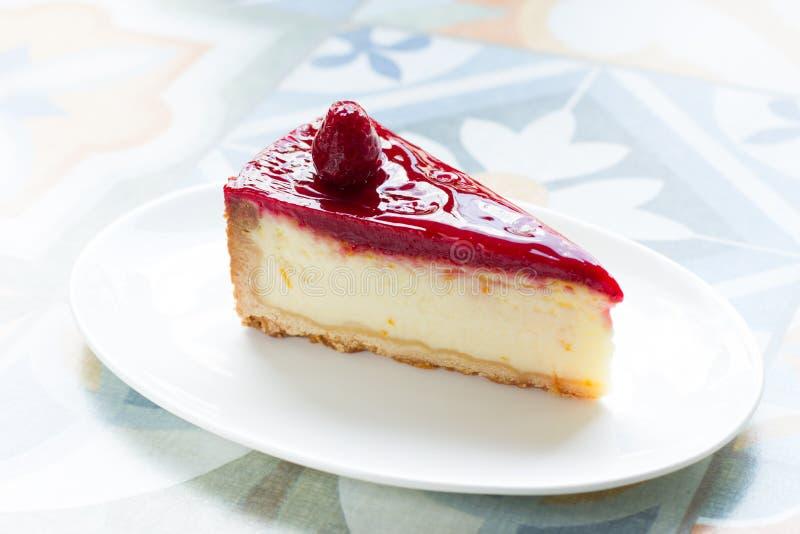 Wyśmienicie, delikatny cheesecake z malinowym kumberlandem, obraz stock