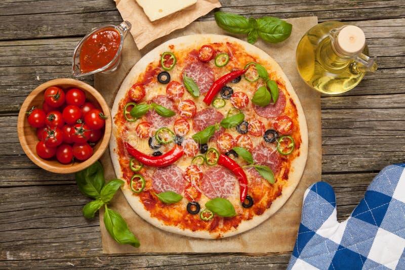Wyśmienicie domowa robić pizza zdjęcie stock