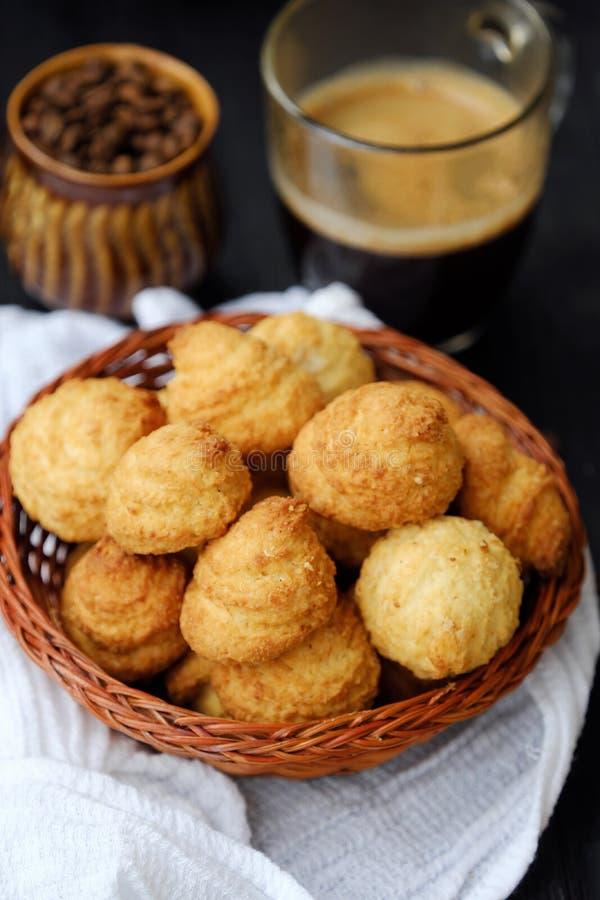 Wyśmienicie domowej roboty kawa dla śniadania i ciastka obrazy royalty free