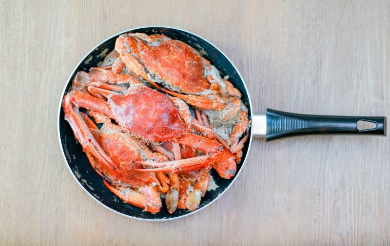 Wyśmienicie duży kraba owoce morza na niecce obraz royalty free