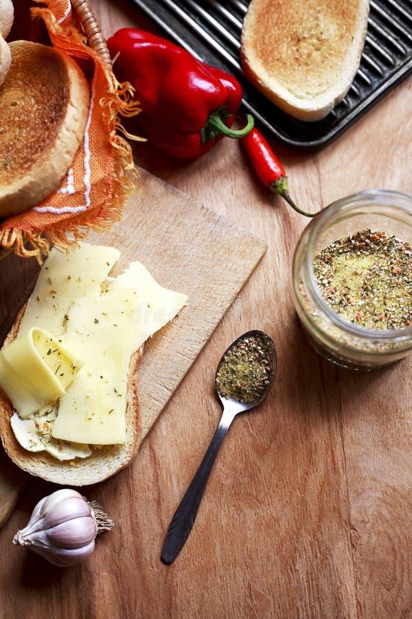 Wyśmienicie gorąca kanapka z serem i warzywami obrazy stock