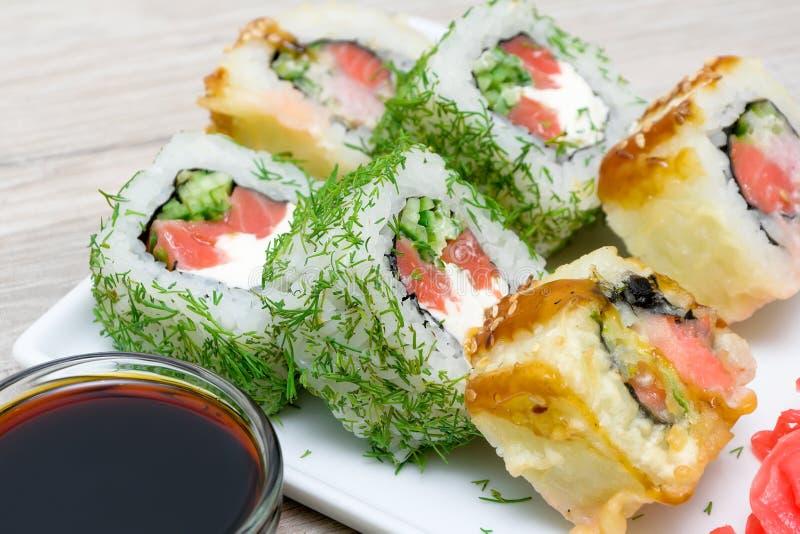 Wyśmienicie jedzenie - japończyk stacza się zakończenie obraz royalty free