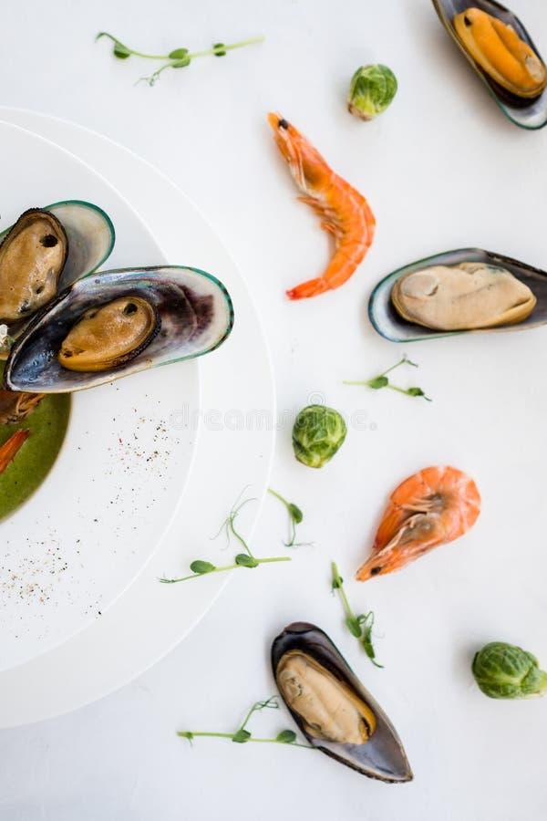 Wyśmienicie kremowy zupny wyśmienity restauracyjny owoce morza fotografia stock