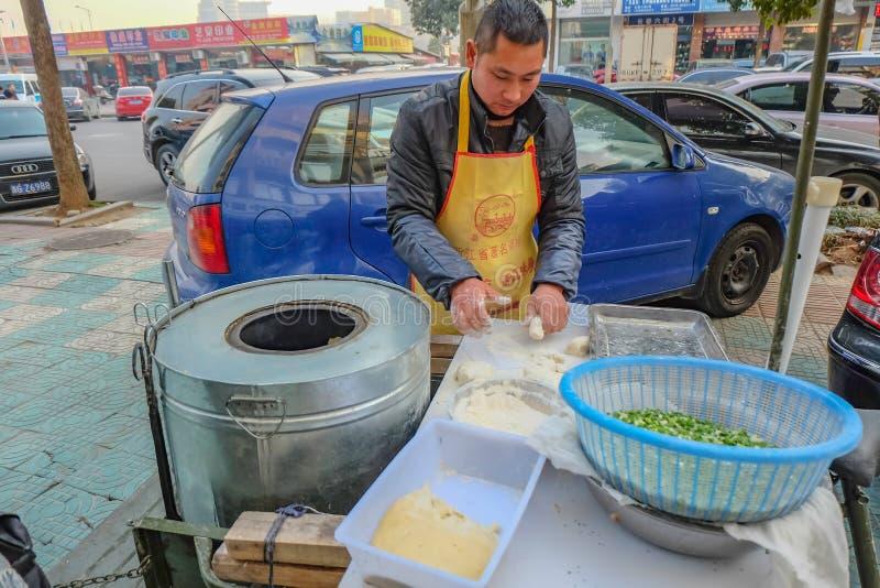 Wyśmienicie mian bao Uliczny karmowy sklep w Yiwu miasta porcelanie zdjęcie royalty free