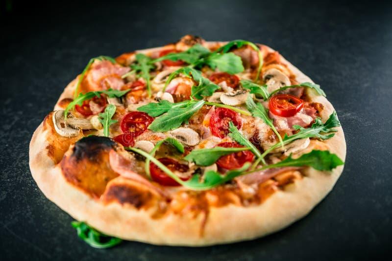 Wyśmienicie pizza z rakietą zdjęcie royalty free