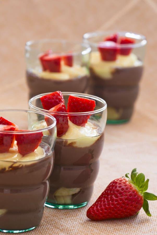 Wyśmienicie pudding z truskawkami zdjęcia stock