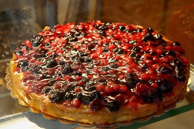 Wyśmienicie tarta cobbler malinki i czarne jagody italy zrobił obraz stock