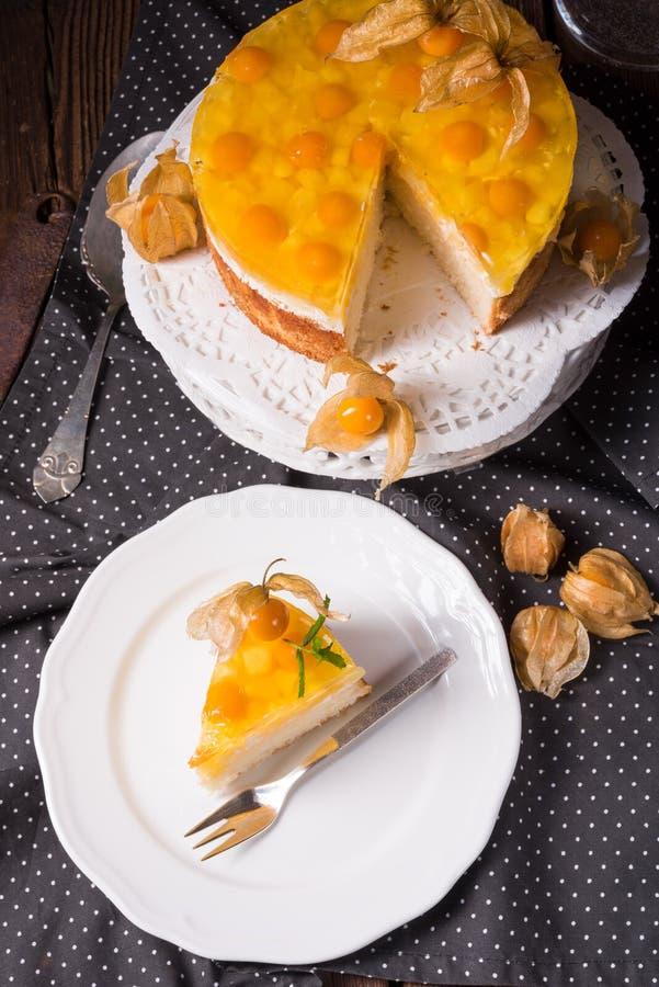 Wyśmienicie torty z pęcherzycą, świeżymi jabłkami i śmietanką, zdjęcia royalty free