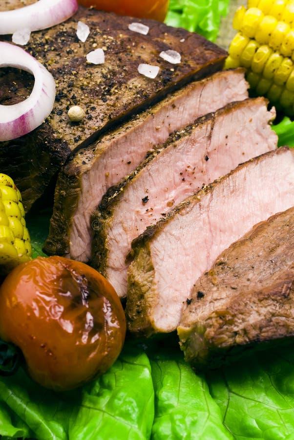 Wyśmienicie wołowina stki na drewnianym stole obraz royalty free