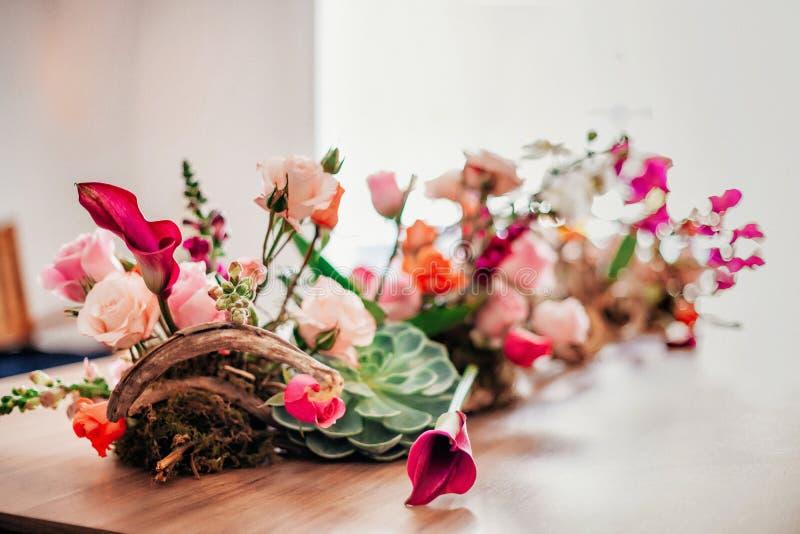 Wyśmienity tabletop menchii kwiatu przygotowania zdjęcia stock